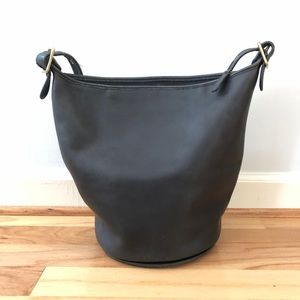 Coach Bags - Vtg Coach Leather Crossbody Bucket Bag Tote Black
